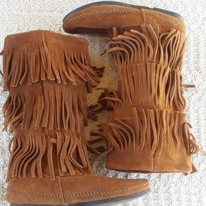 Minnetonka 3 Layer Fringe Boots Size 6